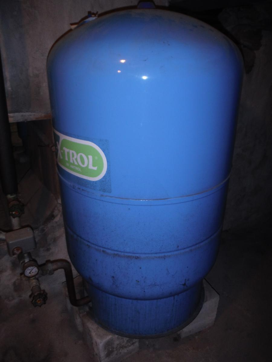 Pressure tank for well